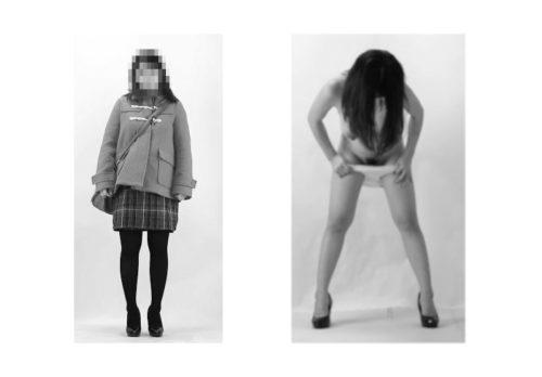 妊娠したおなかの大きな主婦の美術モデル